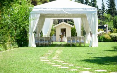 The Many Advantages to Small Weddings